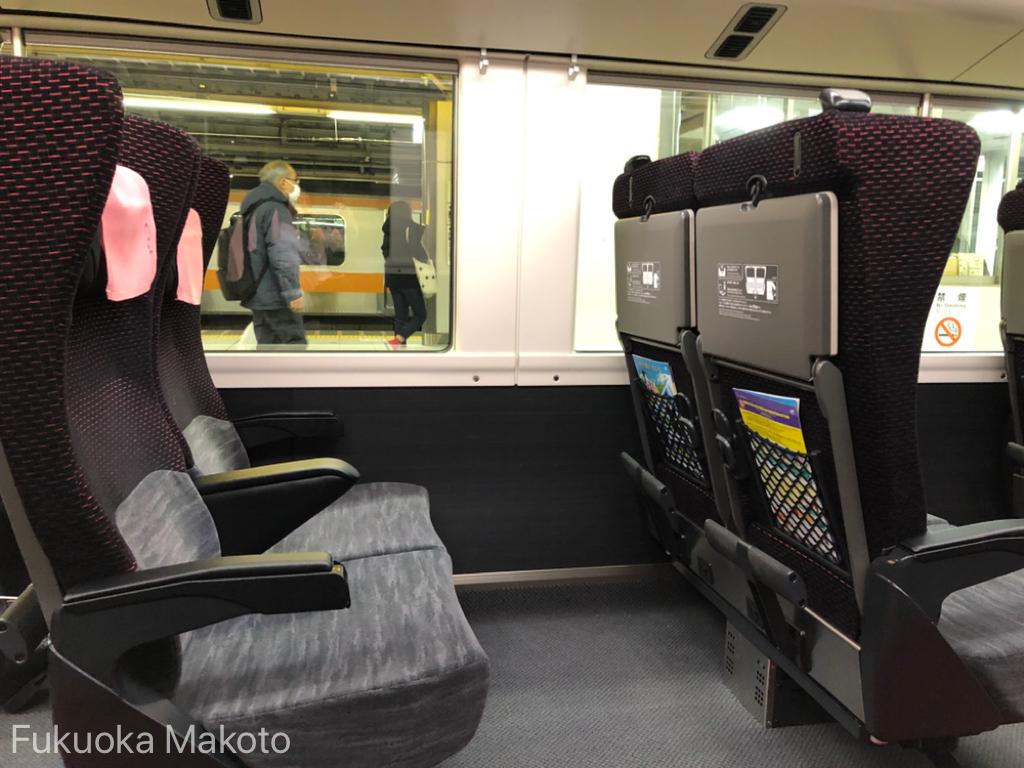 E353系グリーン車座席